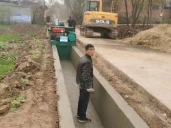 农田排灌渠成型机——河南新乡施工现场