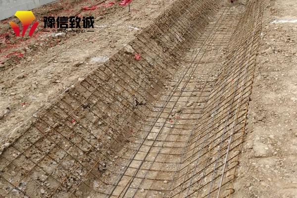 混凝土水渠自动成型机可安放钢筋铺筑