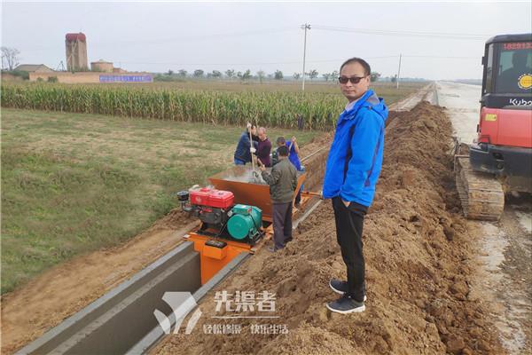 带槽型的水渠浇筑机现场案例
