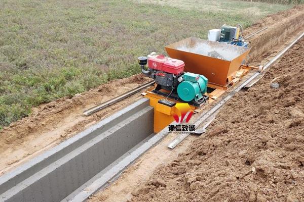 矩形水渠机施工现场