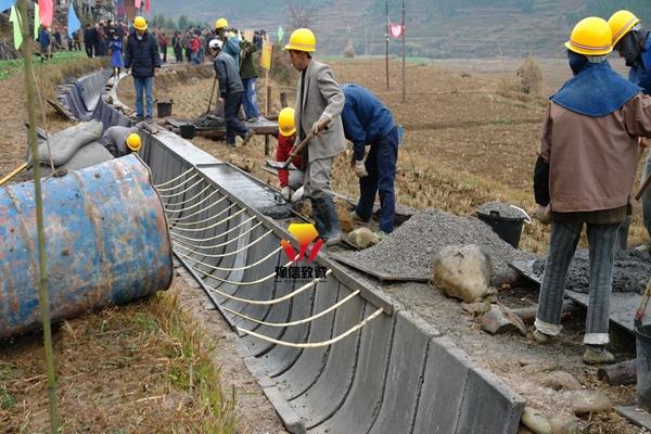 U型槽水渠机施工现场